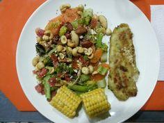 Invento de cena saludable: Pescado, Maíz y ensalada.