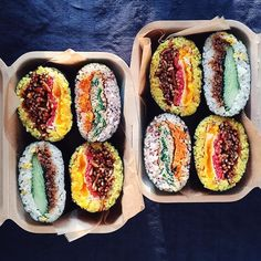 No photo description available. Cheap Meals, Easy Meals, Sushi Sandwich, Onigirazu, Asian Recipes, Healthy Recipes, Aesthetic Food, Vegan Dishes, Desert Recipes