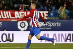 GRA375. MADRID, 04/02/2017.- El delantero del Atlético de Madrid Fernando Torres celebra su gol, el primero del equipo frente al Leganés, durante el partido de la vigésima primera jornada de Liga que se disputa esta tarde en el estadio Vicente Calderón, en Madrid. EFE/Kiko Huesca