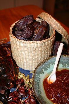 Chutnee Of Dates recipe. This chutney goes well with snacks like Samosa, Pani puri, pakoras or anything. Posted by Fahmida.