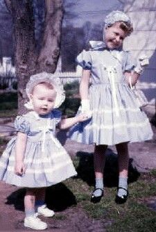 Vintage Easter dresses - on our way to Sunday School! Vintage Outfits, Vintage Girls Dresses, Vintage Fashion, Vintage Easter, Vintage Holiday, Vintage Photographs, Vintage Photos, Baby Boomer, Easter Parade