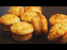These super-savory Cheese Muffins are fluffy with cheesy inside and a crispy top. Perfect and delicious to combine with a good fresh salad or soup for lunch. Or to serve as healthy snacks and healthy additions to everyone's lunch box. Savory Muffins, Cheese Muffins, Breakfast Muffins, Omelette Muffins, Batch Cooking, Cooking Recipes, Easy Meals For One, Afternoon Snacks, Savoury Dishes