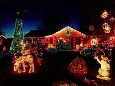 50+ Christmas House Exterior Decorating Ideas_38