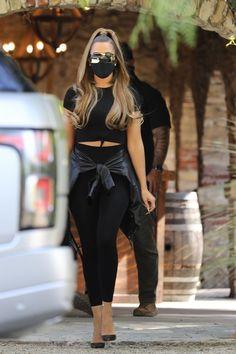 Kim Kardashian Yeezy, Khloe Kardashian Outfits, Kim Kardashian And North, Koko Kardashian, Kardashian Jenner, Mode Outfits, Stylish Outfits, Fashion Outfits, All Black Fashion