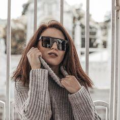 Die liebe @kardiaserena findet dieses Foto toll, ich bin mir da noch nicht ganz sicher 🤔 was meint ihr??? 😳 PS: die Sonnenbrille 🕶 färbt ab ohne Ende... ich schau selbst nach mehrmaligem Tragen noch aus wie ein Panda 🐼 ich habs reklamiert und einen Preisnachlass bekommen. Nachdem sie schon getragen wurde konnte ich sie natürlich nicht zurück schicken 🤷🏻♀️ —————————————————————————— HATTEST DU DAS AUCH SCHON MAL DAS DEINE SONNENBRILLE ABGEFÄRBT HAT???? —————————————————————————— 📸… Ps, Sunglasses Women, Winter Hats, Instagram, Fashion, Pictures, Eyeglasses, Love, Moda