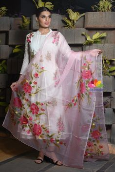 Pink Floral Handpainted Semi Organza Dupatta Lifestyles, lifestyles and standard of living The interdependencies and networks developed by the inner … Saree Painting Designs, Fabric Paint Designs, Fabric Painting On Clothes, Painted Clothes, Silk Painting, Hand Painted Sarees, Hand Painted Fabric, Hand Embroidery Dress, Embroidery Suits Design