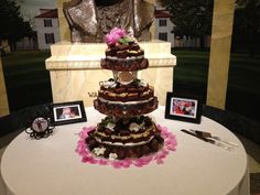 #Brownie #Wedding #Cake for people who don't really get into regular cake  www.teatimeinc.com