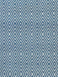 Diese super robusten Teppiche sind aus einer einzigartigen Kunstfaser gearbeitet, die sich angenehm anfühlt und trotzdem allen Belastungen des Alltags standhält. Die Teppiche sind strapazierfähig und UV-beständig und lassen sich selbst bei hartnäckiger Verschmutzung mühelos mit einer Bürste und Spülmittel und etwas Wasser reinigen.Wir bieten Ihnen diesen blau/natur gestreiften Teppiche in drei Größen an. Selbstverständlich kann dieser Teppich auch draußen, z.B. Ihrer Terrasse verwendet…
