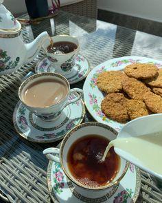 English Food, English Style, British Tea Time, British Desserts, Meme Pics, Sipping Tea, Otaku Room, Afternoon Tea Parties, Breakfast Tea