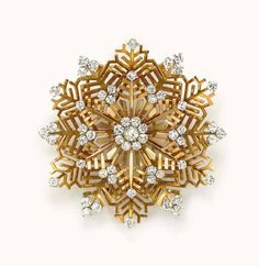 A RETRO GOLD AND DIAMOND 'SNOWFLAKE' BROOCH, BY VAN CLEEF & ARPELS