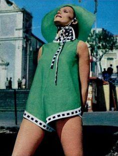 L'officiel magazine 1969 1969 Fashion, Sixties Fashion, Retro Fashion, Vintage Fashion, Green Fashion, Fashion Colours, Vintage Sportswear, Vintage Outfits, Vintage Clothing