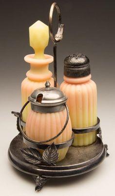 MT. WASHINGTON BURMESE PILLAR - RIBBED / RIBBED (OMN) T : Lot 219  - I LOVE Burmese glass!