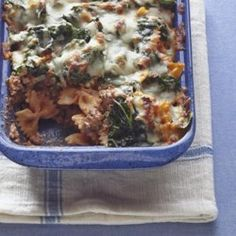 This is a quick and delicious way to get kids to eat spinach! Ground beef and tomato sauce are layered in a casserole with spinach and mozzarella cheese. Spinach Casserole, Pasta Casserole, Casserole Dishes, Casserole Recipes, Italian Casserole, Beef Recipes, Cooking Recipes, Pasta Recipes, Cooking Pasta