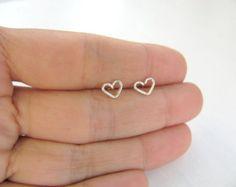 Brincos de prata coração pequeno, coração brincos, pequenos brincos post prata, brincos, jóias minimalistas simples, cotidiana,