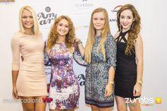 Roser, Helena, Catalina y Laura posando en nuestro photocall.