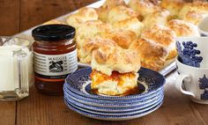 Maggie Beers Scones with Maggie's Orchard Apricot Jam 4 cups plain flour plus extra for dusting 1 tbspn baking powder Pinch salt cup icing sugar 2 cups thickened cream cup milk To serve Apricot Jam To serve whipped cream Beer Recipes, Gourmet Recipes, Dessert Recipes, Yummy Recipes, Recipies, Sweet Buns, Cooking With Kids, Cooking Ideas, Creative Food