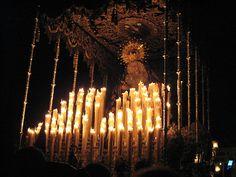 María Santísima de la Estrella. Palio de terciopelo azul con bordados en oro. La Virgen porta una corona de oro otorgada en 1999. La talla se atribuyó en un principio a Martínez Montañés, pero tras algunos estudios realizados, en la actualidad se le otorga a Luisa Ignacia Roldán, la Roldana, en el siglo XVI.