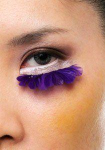 Falsche Wimpern ankleben gehört zur Königsdisziplin des Augen-Makeups. In Unserer Anleitung verraten wir Ihnen wie Sie auch als Anfänger einen sinnlichen Augenaufschlag kreieren.