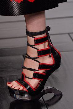 Alexander McQueen at Paris Fashion Week Spring 2015 - Livingly