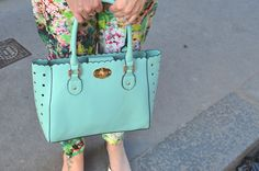 Colour clash - Outfit Post ~ Bang On Style mint green handbag