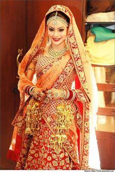 This #Sabyasachi handiwork looks #traditional in the sense of colors and gotawork. #bandbaajabride #bridaloutfits