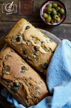 The easiest olive bread in the world - get hungry!-Das einfachste Olivenbrot der Welt — get hungry! Two types of olive bread - Bread Recipes, Baking Recipes, Snack Recipes, Dessert Recipes, Snacks, Desserts, Chicken Recipes, Pain Aux Olives, Olive Bread