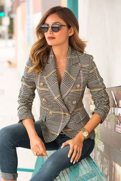 Classy blazer and jeans look by Boston Proper. Love the casual blazer outfit look for work. This fashion blazer looks good with either jeans or dress pants. Blazer Outfits Casual, Business Casual Outfits, Blazer Fashion, Business Attire, Fashion Outfits, Business Fashion, Fashion Fall, Look Blazer, Blazer Dress