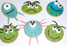 This is a guest post by Val, from Yibba Yabba Mama Birthdays are lovely and for many kids, celebrating at school is one of the most special days they remember. They love having the whole class sing. Cookie Decorating Party, Wilton Cake Decorating, Cake Decorating Tools, Childrens Baking, Childrens Party, Arrowroot Biscuits, Biscuit Decoration, Iced Biscuits, Noel