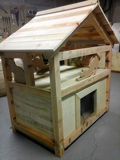 pallet plans diy-pallet-cat-house-project - If anyone has a pet cat, but don't have enough money to buy a cat house for him/her; then it is not a big issue. Wood Pallet Crafts, Wood Pallet Furniture, Wooden Pallets, Diy Pallet, Pallet Projects, Ikea Furniture, Pallet Wood, Pallet Ideas, Furniture Plans