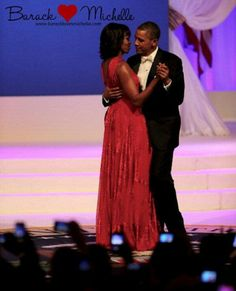 And the First Lady wore Jason Wu . Michelle Obama in Jason Wu. The President and the First Lady at the Inauguration Ball. Dresses 2013, Jason Wu, Michelle Obama Vestidos, Michelle Obama Birthday, Obama Dancing, Michelle E Barack Obama, First Dance, Dance Videos, Swagg