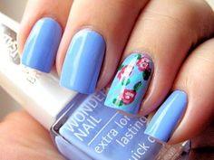 Divinas uñas en azul y deco con flores