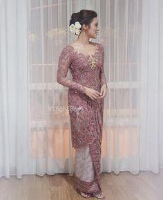 New dress hijab gowns products 47 Ideas Vera Kebaya, Kebaya Lace, Batik Kebaya, Kebaya Dress, Kebaya Muslim, Kebaya Hijab, Kebaya Brokat, Dress Brokat Modern, Modern Kebaya