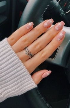 nails pink and white . nails pink and black . nails pink and blue . nails pink and gold Natural Nail Polish, Natural Nails, Top Coat Nail Polish, Gel Polish, Aycrlic Nails, Coffin Nails, Nail Polishes, Star Nails, Stiletto Nails