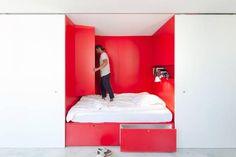 RØDT: Sjekk hvordan dette paret bor på 27 m2. FOTO: Katherine Lu/Nicholas Gurney