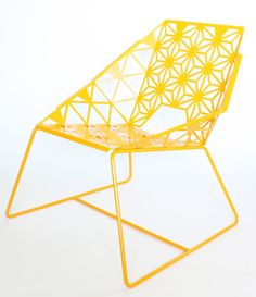"Dimensions: W: 28"" H 31"" D: 27"" The seat is 16"" high  Shown in melon yellow and white Materiais: metal, steel, sheet metal, powder coatOnly ships within Estados Unidos."