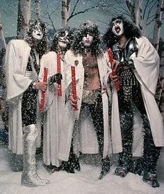 """♪♫ """"We wish you a Merry KISSmas!"""" ♫♪"""