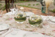 Delicados vasos de vidrio para decorar con velas y flores, perfecto para bodas y eventos.   #vasos #vidrio #decorar #velas #flores#bodas #eventos