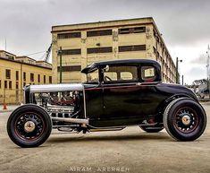 Game On! #fuel32  @airam_arerreh < Follow Maria for beautiful ride photography!  Shop Fuel32.com Click link in bio  #1932ford #1931ford #1930ford  #1929ford #1928ford #32ford #highboy #deuce #coupe #hamb #ford #1932 #vintagecar #hopuplive #streetrod #hotrod #sema #trog #customcar #5window #3window #roadster #modela #gnrs #flathead #goodguys #roddersjournal #socal #livingthehighboylife Hold Fast, Hold On, Vintage Cars, Antique Cars, Traditional Hot Rod, 1932 Ford, Street Rods, Ford Models, Custom Cars