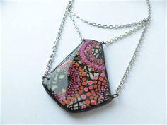 collier graphique contemporain géométrique rose orange et