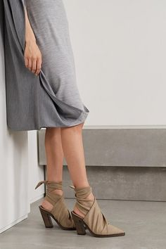 Burberry stretch-jersey pumps. #burberry #nudeshoes #pumps #heels Beige Suits, Burberry Dress, Personal Shopping, Women's Pumps, Smooth Leather, Fashion Brands, Stretches, Looks Great, Dressing
