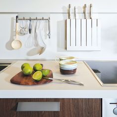 KBB Ark is an online platform that connects homeowners to kitchen and bathroom design professionals. Kitchen Storage Hacks, Knife Holder, Kitchen Small, Open Plan, Kitchen Design, Walls, Contemporary, Space, Accessories