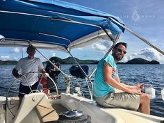 More great charter memories sailing around Carriacou. There is no better combination than wonderful guests who like to get hands-on with the sailing, bright blue skies, warm winds and big smiles. What a great place to work! Happy hump day 😃⛵️😃.