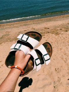 Vsco - birkenstocks caitymiller fashionista в 2019 г. Grunge Style, Soft Grunge, Tokyo Street Fashion, Jesus Sandals, Shoes Sandals, Beach Sandals, Beach Shoes, Vsco, Vans Authentic