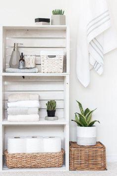 DIY Kiste Regale Badezimmer Organizer (Diy Organisation Badezimmer) - DIY Schlafzimmer Source by nal Cheap Bathrooms, Large Bathrooms, Lowes Bathroom, Mirror Bathroom, Bathroom Shelves, Bathroom Ideas, Bathroom Cabinets, Bathroom Box, Mosaic Bathroom