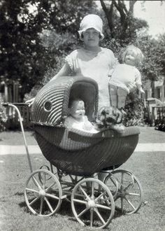 Alice and her dolls, Carriage is wicker w/ wood wheels and little side windows Vintage Children Photos, Vintage Pictures, Old Pictures, Old Photos, Time Pictures, Vintage Pram, Vintage Girls, Vintage Toys, Foto Vintage
