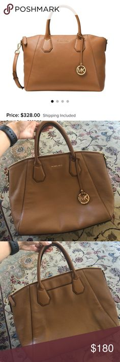 Michael Kors Handbag Selling my MK purse! It's now brand new, but it's in good condition! No issues really, only problem is it's not perfect inside, but I've posted a picture! I also don't have the long string that you can hook on it to make it longer, but if ur interested make offers 🔥😘 Michael Kors Bags