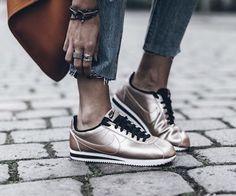 Bronze Nike cortez
