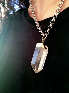 Raw Crystal Pendant Necklace Quartz Point Silver by AtelierYumi Quartz Crystal Necklace, Quartz Jewelry, Silver Chain Necklace, Crystal Pendant, Pendant Necklace, Jewelry Art, Jewelry Accessories, Jewelry Design, Boho Style
