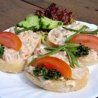 Recept : Ševcovská pomazánka   ReceptyOnLine.cz - kuchařka, recepty a inspirace Caprese Salad, Sushi, Meat, Chicken, Ethnic Recipes, Thermomix, Insalata Caprese, Cubs, Sushi Rolls