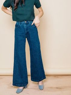How to wear wide leg pants - Fashion Inspiration and Discovery Wide Leg Denim, Wide Leg Trousers, Wide Leg Jeans, Wide Legged Pants, Wide Leg Cropped Pants, Ankle Pants, Fashion Pants, Look Fashion, Fashion Outfits